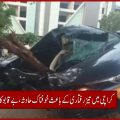 کراچی میں تیز رفتاری کے باعث خوفناک حادثہ، بے قابوکار ٹکڑوں میں بٹ گئی